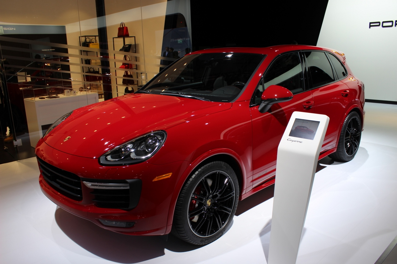 2015 Porsche Cayenne Gts Thunders Into La With Twin Turbo V6 Power Luxurycarmagazine En