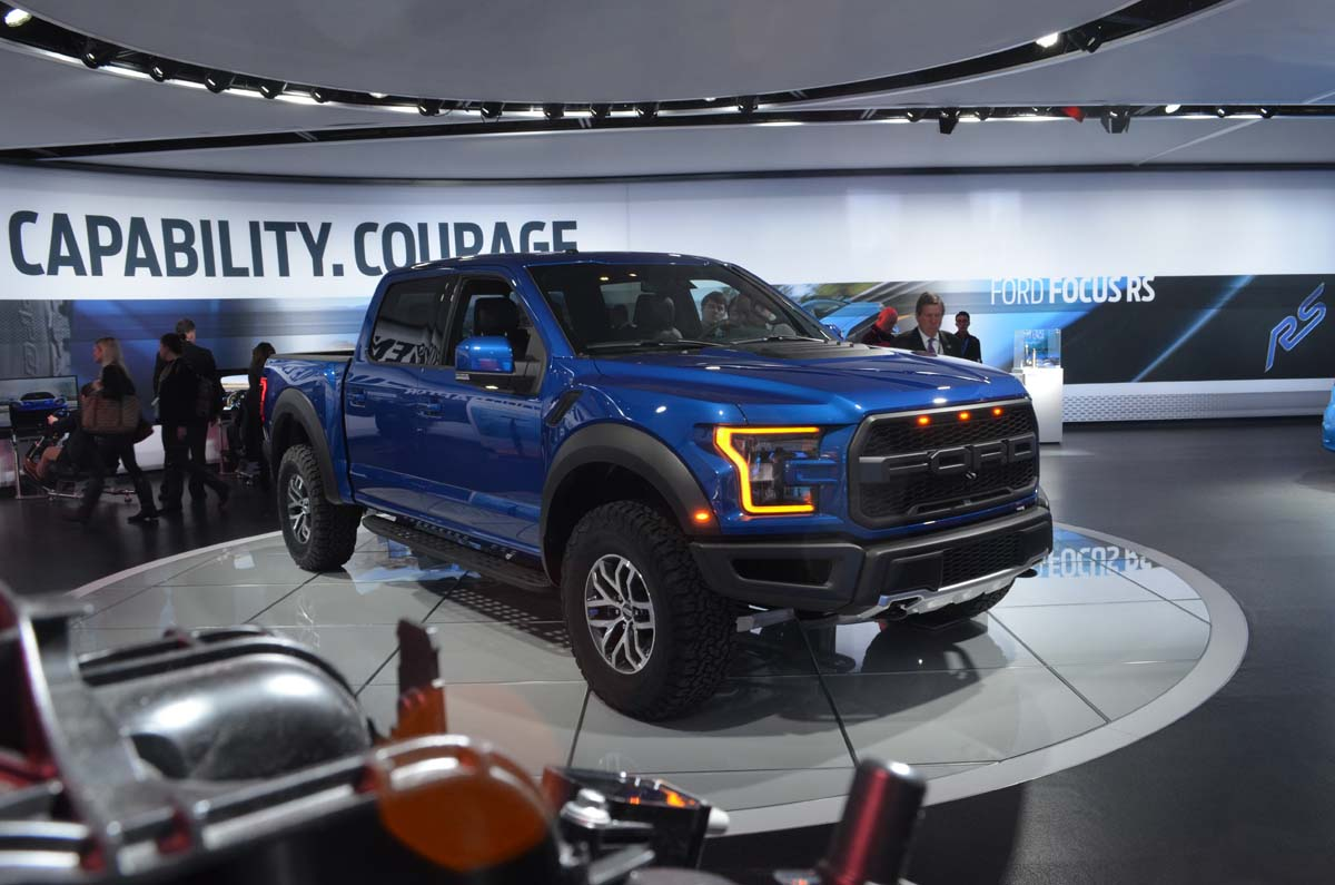 2016 detroit auto show 2017 ford f 150 raptor supercrew gains power sheds weight. Black Bedroom Furniture Sets. Home Design Ideas