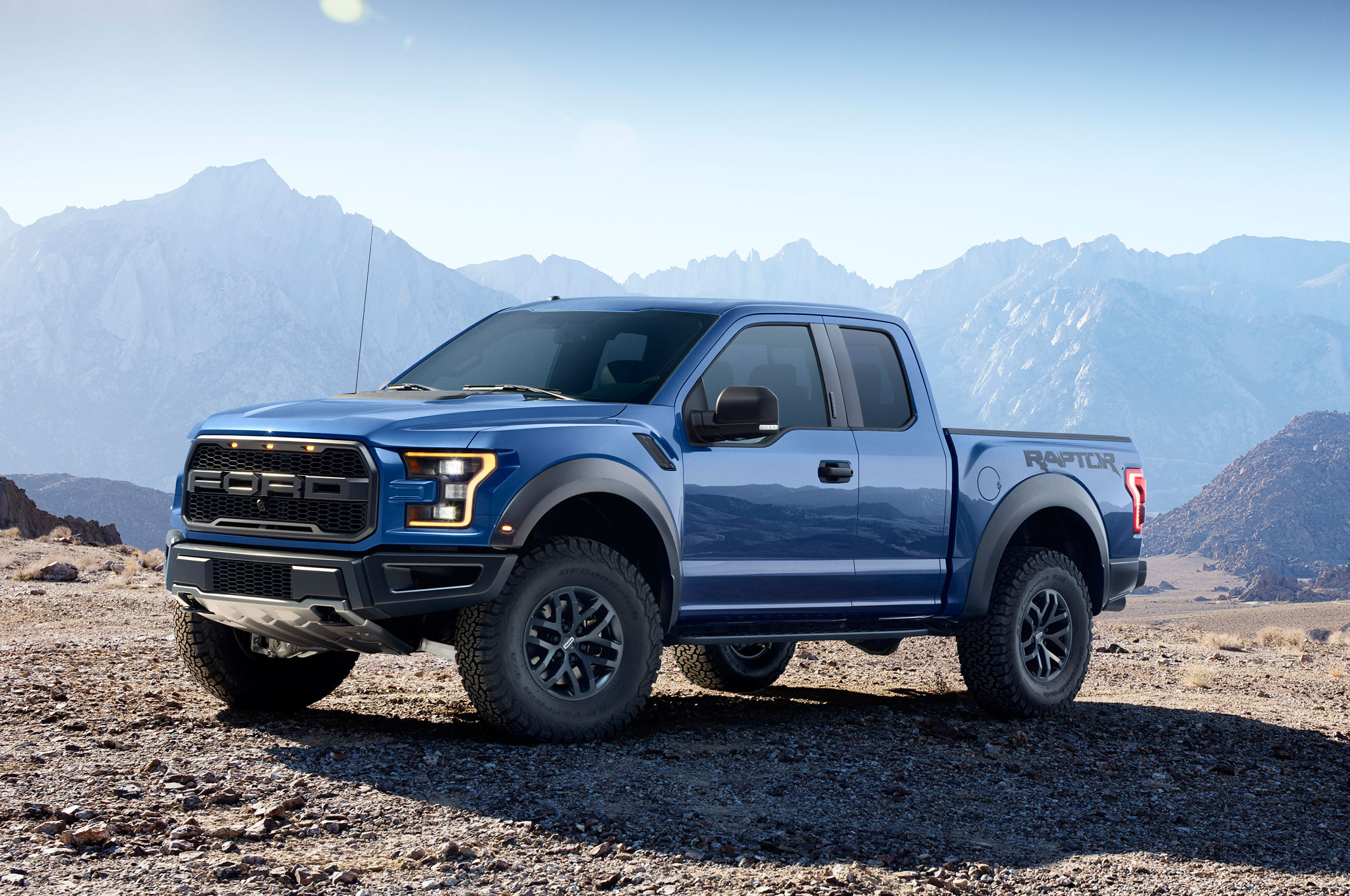 the 2017 ford f 150 raptor will have 450 horsepower luxurycarmagazine en. Black Bedroom Furniture Sets. Home Design Ideas