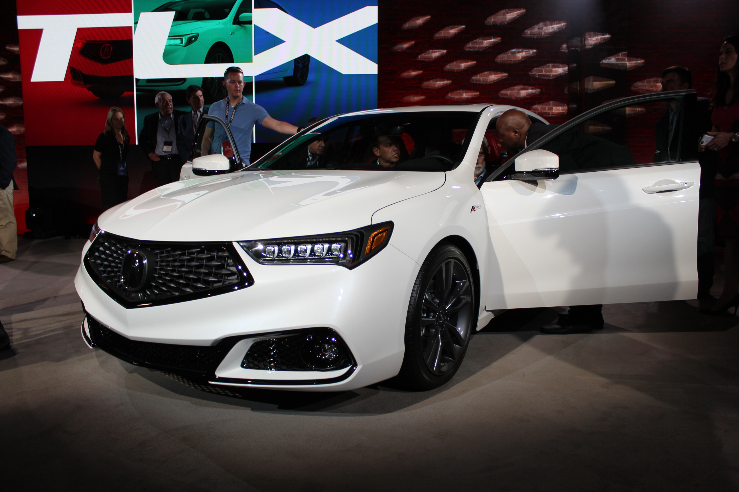 2015 Acura Tlx Tech >> The 2018 Acura TLX is unveiled ahead of the New York Auto ...