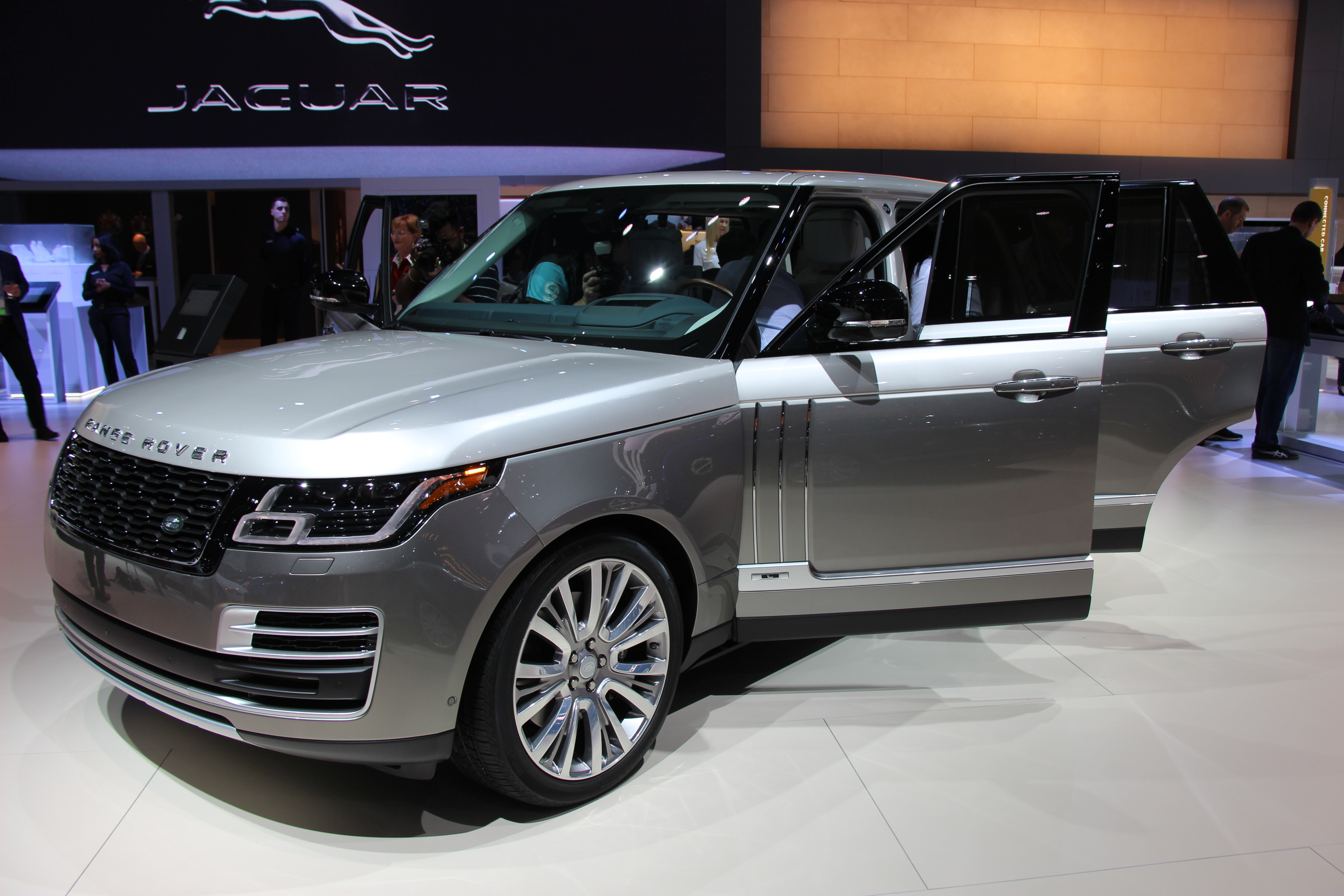 2018 Range Rover SVAutobiography unveiled in Los Angeles
