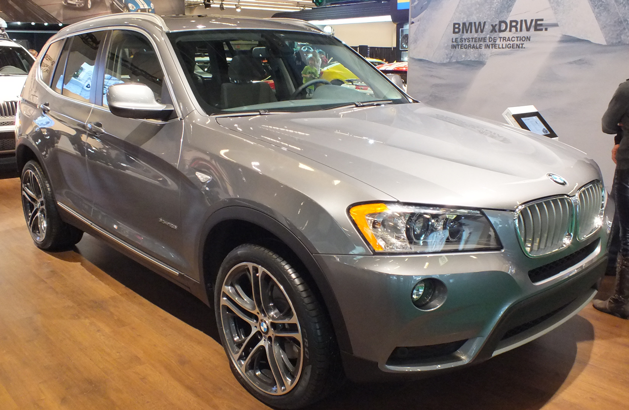 2013 bmw x1 xdrive28i review watch cnets video review auto design tech. Black Bedroom Furniture Sets. Home Design Ideas