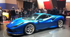 La Ferrari F8 Tributo est aussi belle en bleu au Salon de l'auto de Genève